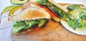 Avocado Tempeh BLT with Tomato & Cheeze