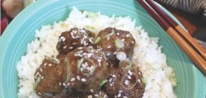 Teriyaki Beef Meatballs with Veggie Rice & Sesame Seeds