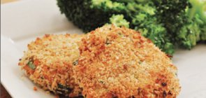 Baked Salmon Cakes & Spicy Steamed Broccoli