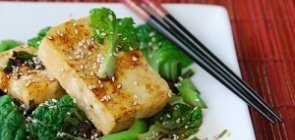Gingery Sauteed Tatsoi with Tofu Steaks